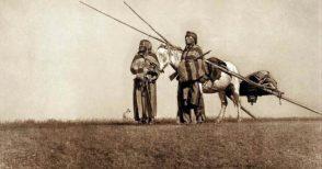 Storia dell'unica tribù pellerossa che non si arrese mai (e a narrarla, Dario Fo)